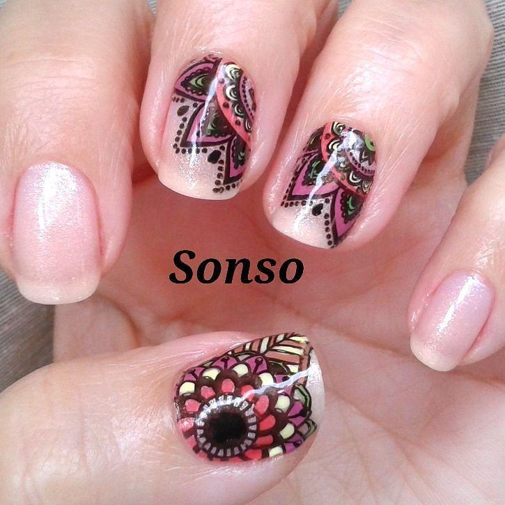 Manicura Rosa decorada con Pegatinas Caseras Coloreadas con diseños ...