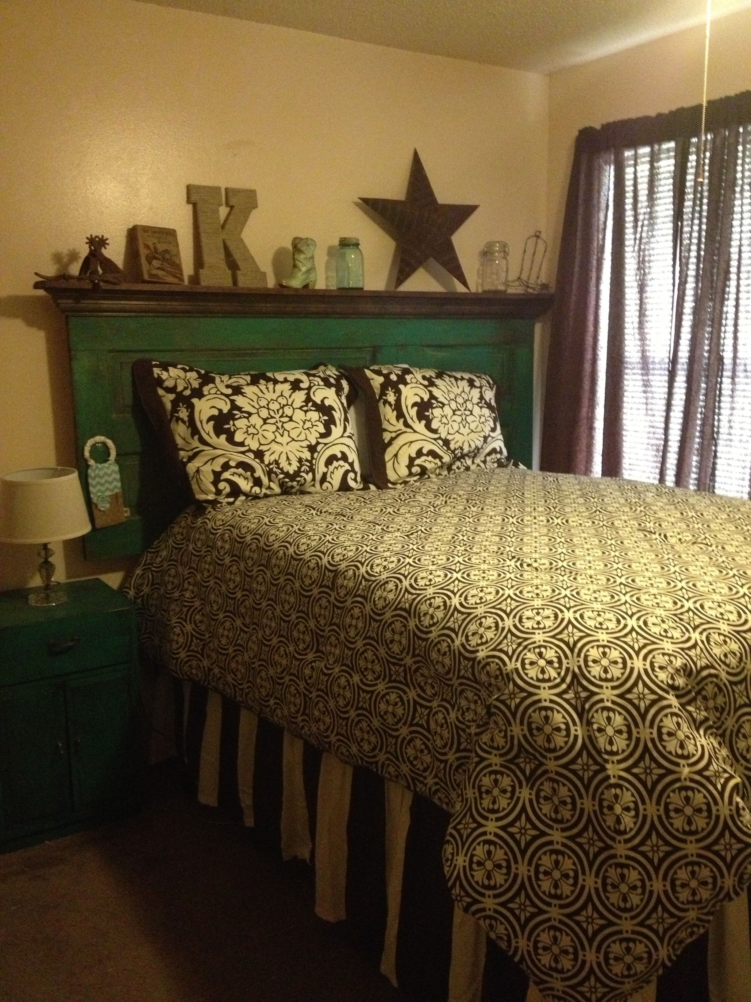 Charmant Old Door Remade Into A Headboard. Cowgirl Bedroom.