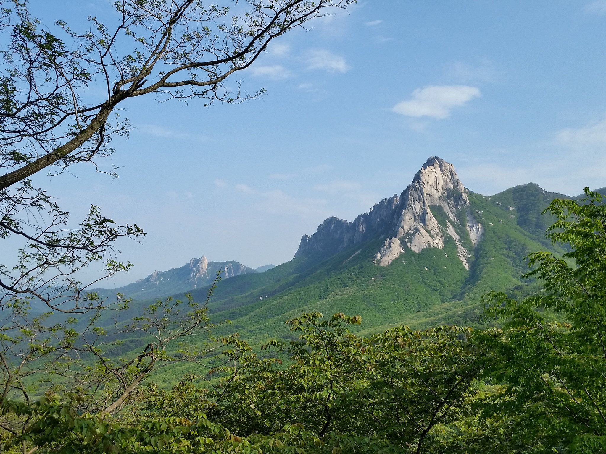 #Ulsanbawi Rock as seen from the #Misiryeong Ridge | Goseong, Gangwon Province, Korea | 미시령 울산바위
