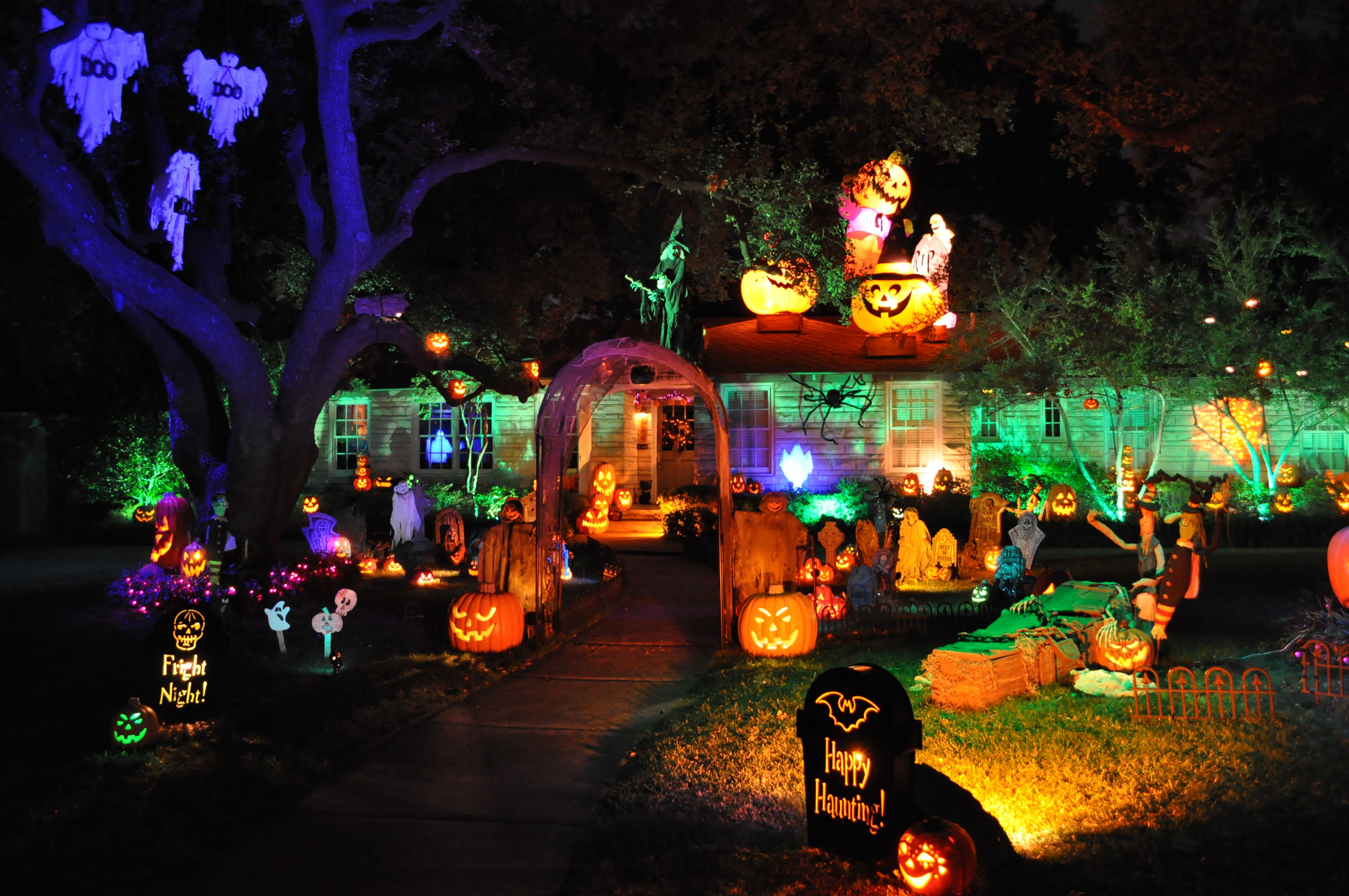 5 Incredible Halloween Diy Projects The Party Diy Outdoor Halloween Halloween Haunted Houses Halloween Lights Decorations