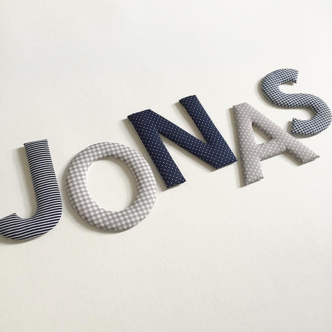 Stoffbuchstaben für Jonas in den Farben grau / dunkelblau ...