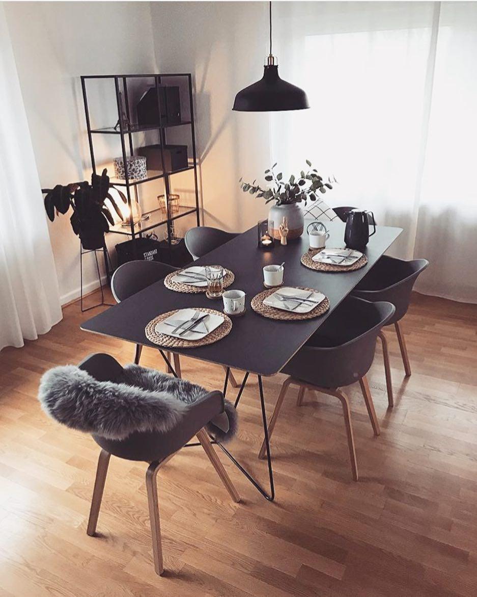 Das Schlichte Und Luftige Design Bringt Helligkeit Und Nordische Vibes In  Euer Zuhause. // Esszimmer Fell Ideen Einrichten Esstisch Stühle Deko ...