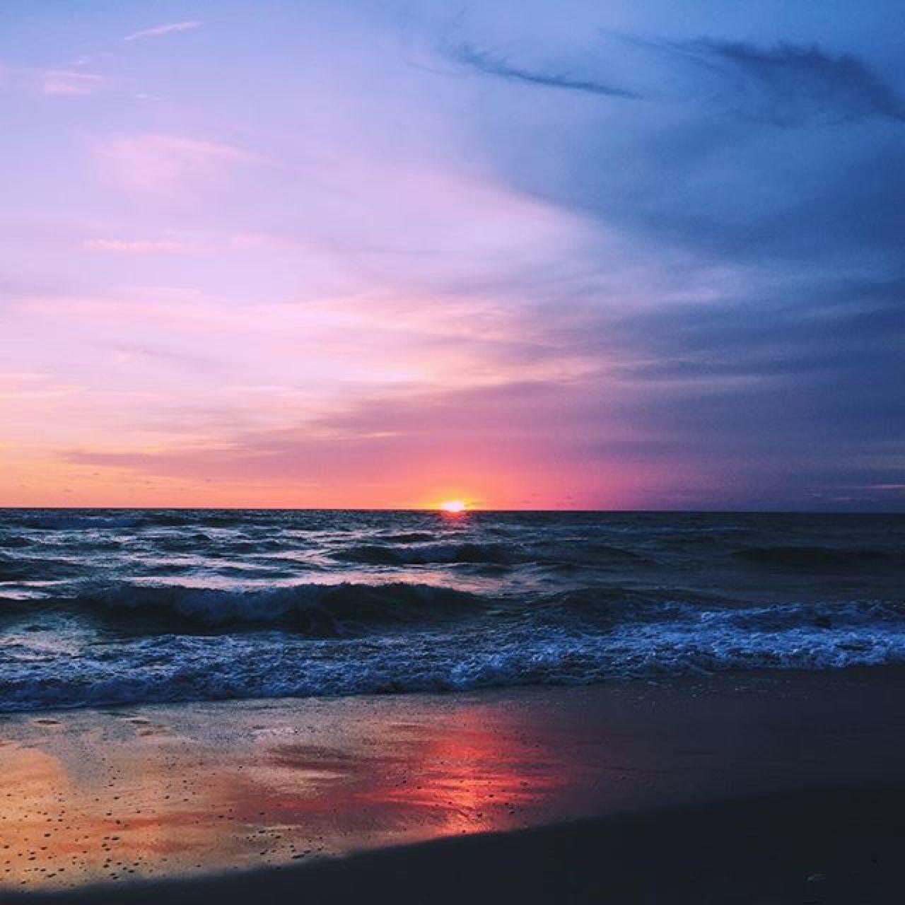 Ocean Sunset Aesthetic Wallpaper