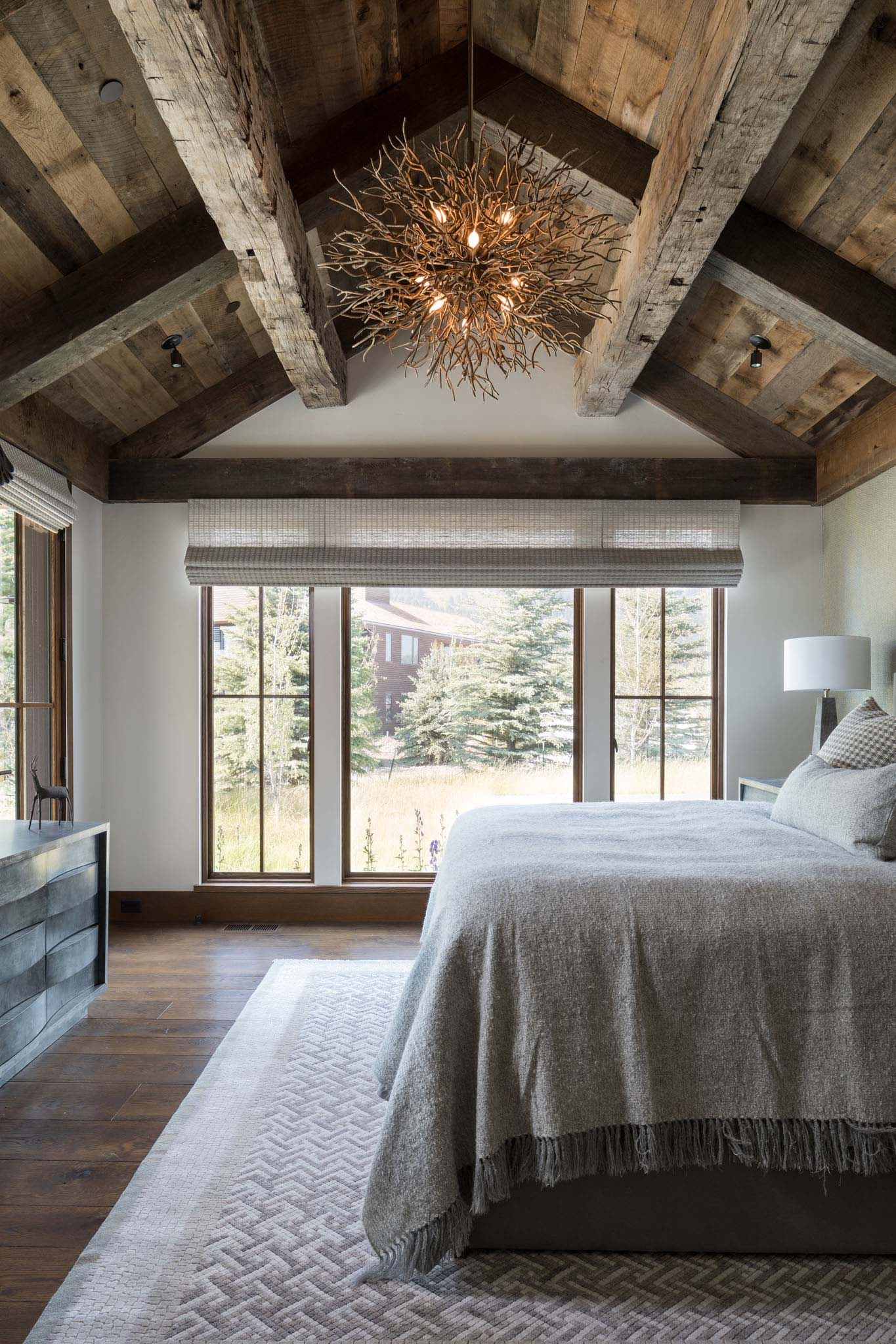 Delightful rustic home in Wyoming with a dramatic mountain backdrop #mountainhomes