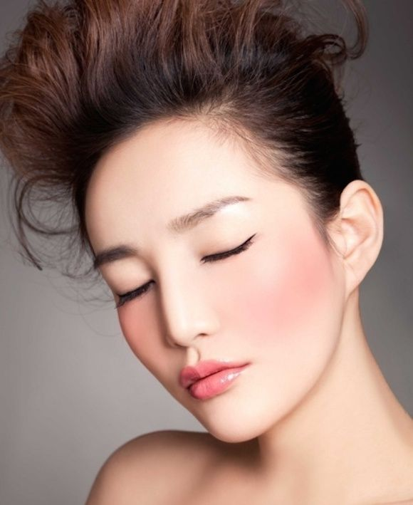 Flushed Cheeks, 9 Korean Makeup Trends You Need To Try Now. | http://makeuptutorials.com/makeup-tutorials-how-to-do-9-korean-makeup-looks/