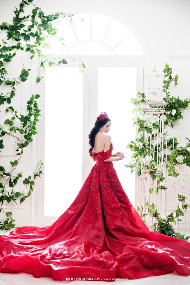 Statement-making red gown captured flawlessly to present sophisticated charm!