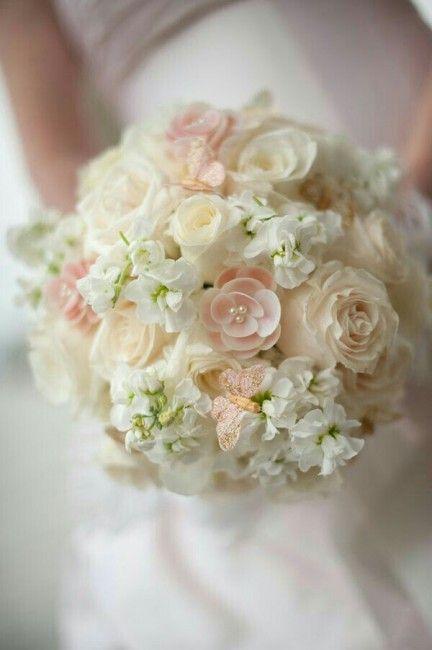Bouquet Sposa Rosa E Bianco.Bouquet Da Sposa Dai Colori Pastello Rosa E Bianco Impreziosito