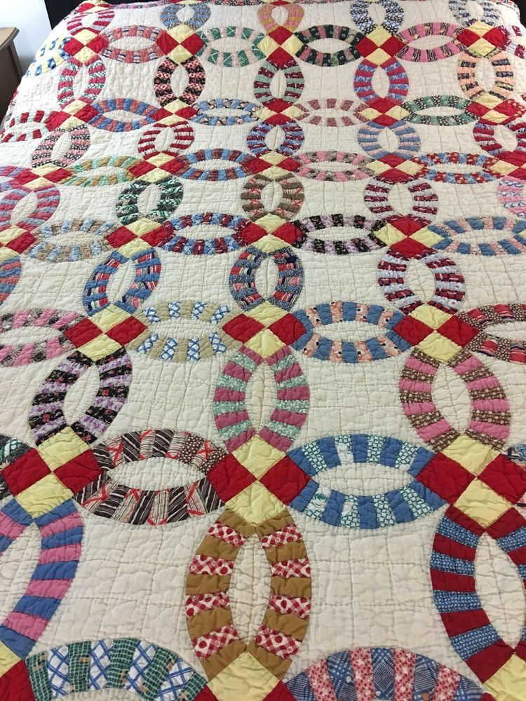Exceptional Vintage Handmade Double Wedding Ring Quilt Yellow Red Centers