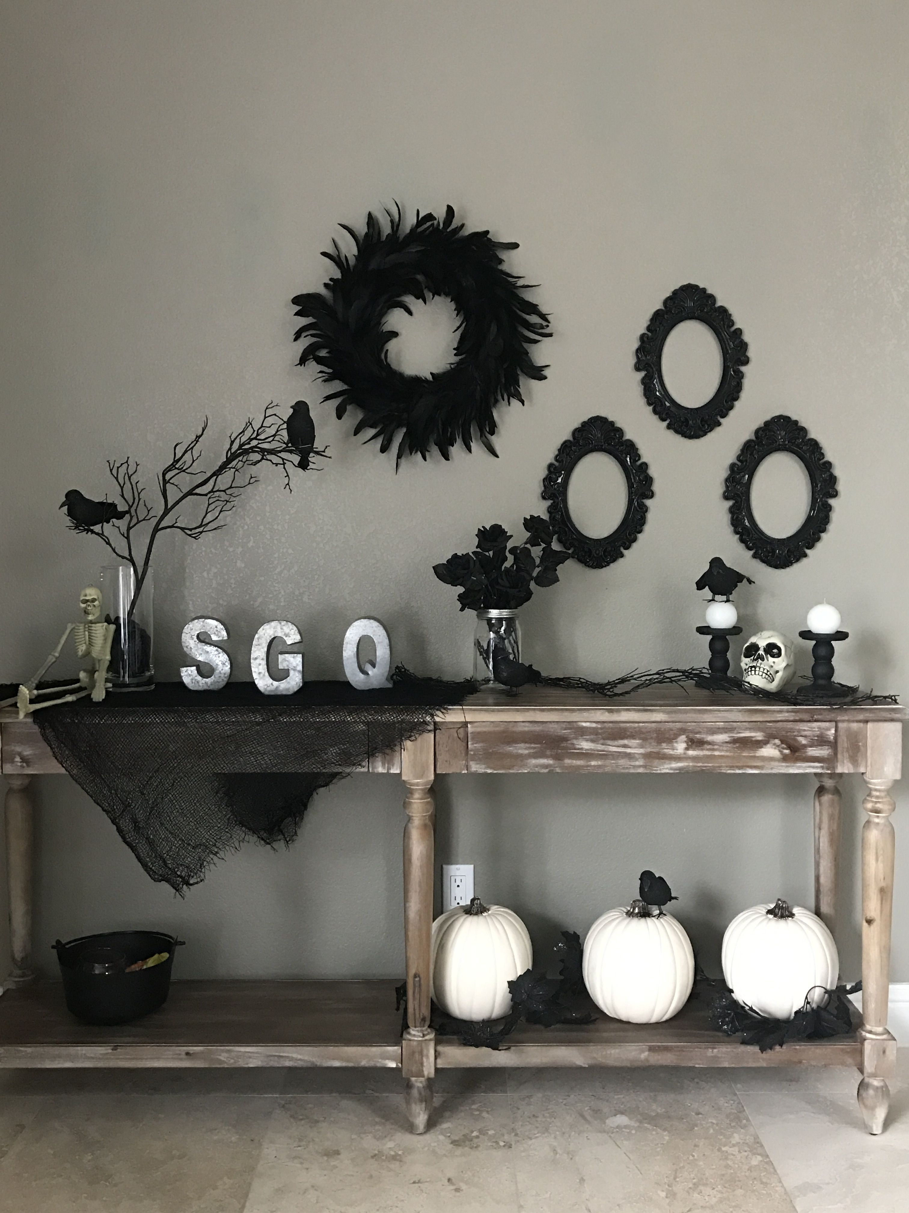 Spooky table, chic Halloween, black and white Halloween decor - black and white halloween decorations