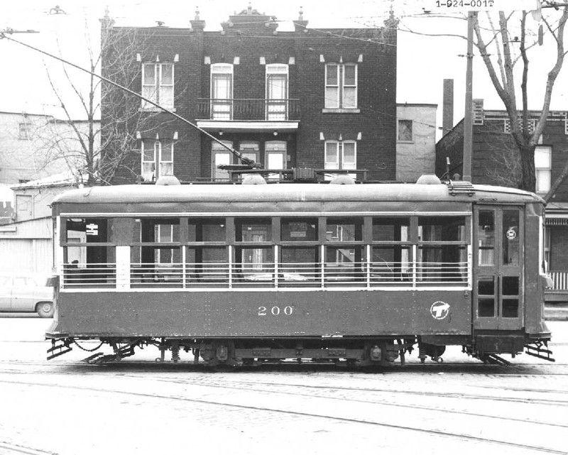 On voit ici le petit tramway no 200 photographi au for Garage opel cormelles le royal