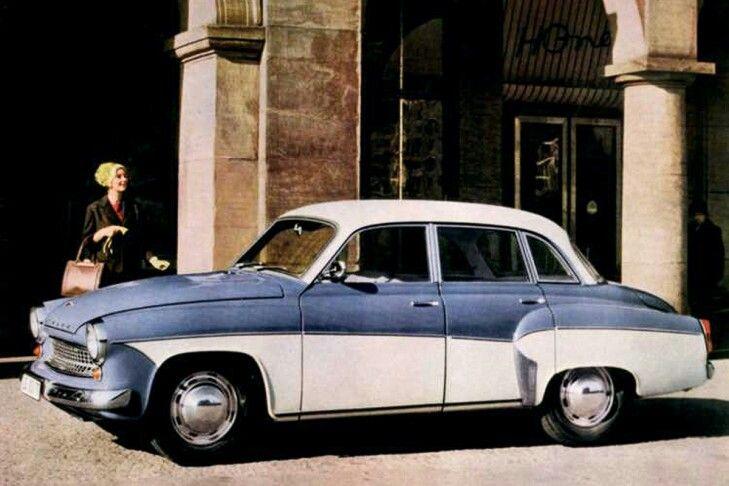 Wartburg 311/312: Ein Höhepunkt des DDR-Automobilbaus, West-Eleganz sah nicht anders aus. Angetrieben wurde der 311 von einem 900 ccm großen Dreizylinder-Zweitakter mit 37 PS aus dem IFA F9. Kastenprofilrahmen, Ganzstahlkarosserie, Querblattfedern vorn und hinten – die Technik konnte mit dem ästhetisch bemerkenswerten Auftritt nicht mithalten.