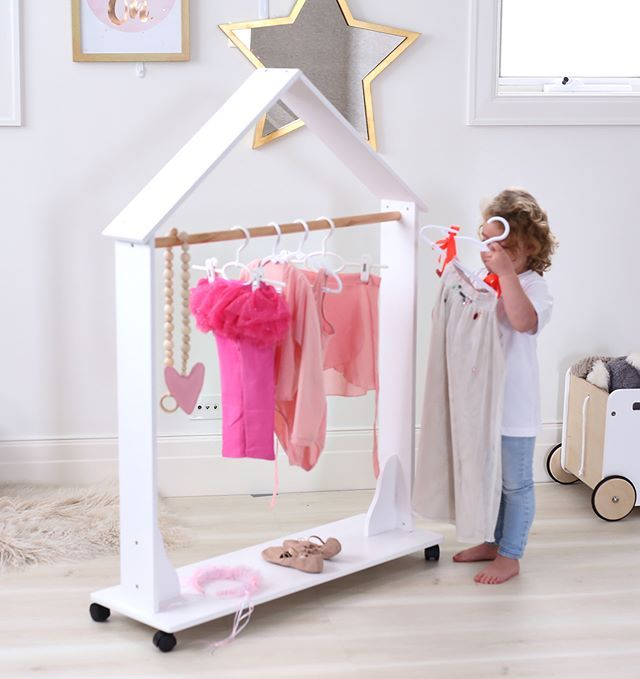 Isla Dress Up Clothes Rack | Bebé, Gris y Dormitorio