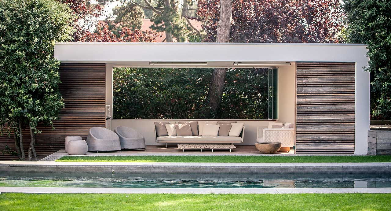 A modern patio with outdoor furniture by paola lenti interior