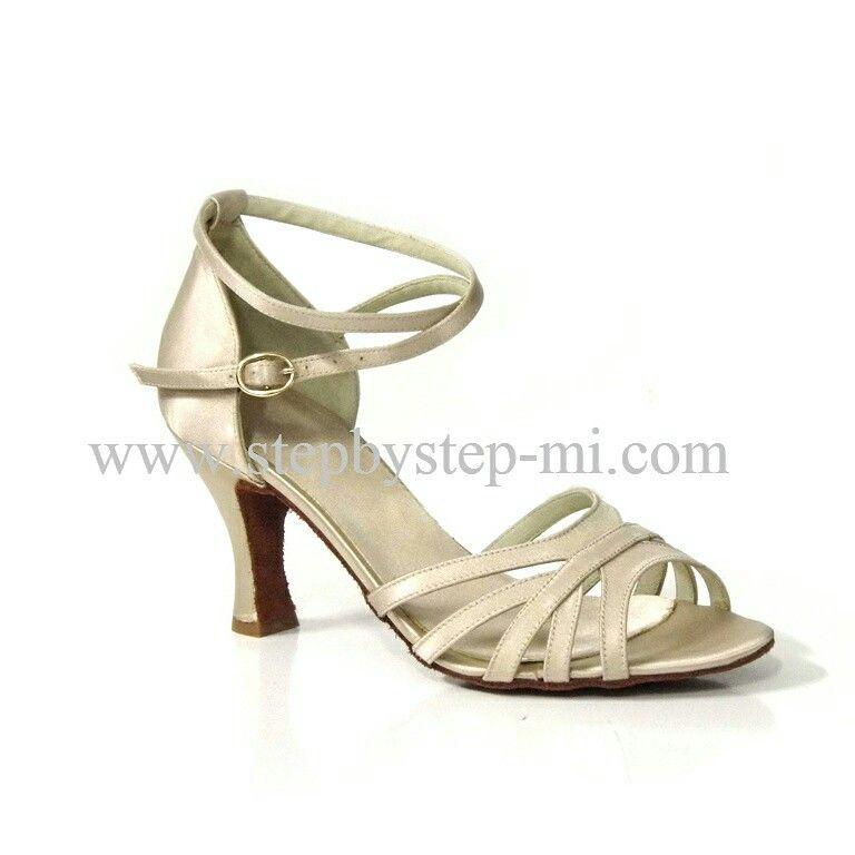 Sandalo in raso tan , suola in bufalo, tacco 75  #stepbystep  #ballo #salsa #tango #kizomba #bachata #scarpedaballo #danceshoes  #cute #design #fashion #shopping #shoppingonline #glamour #glam #picoftheday #shoe #rhinestones #strass #style #tagsforlikes #instagood #instashoes  #tan #raso