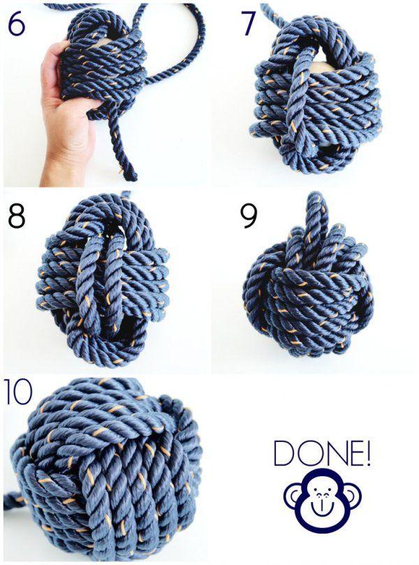 Make a monkey knot to shorten your cords, full tutorial on this string pendant. Vejledning til hvordan du afkorter dine ledninger uden at gøre det permanent.