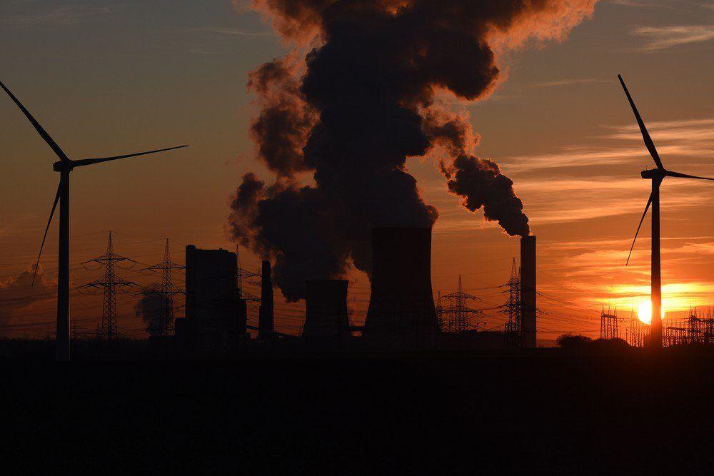 Sexta-feira passada, Oregon tornou-se o primeiro estado a proibir carvão a título definitivo, passando uma lei que irá eliminar gradualmente a eletricidade gerada por carvão até 2035. Vários dias antes, a US Energy Information Administration (EIA) informou que  80 por cento  da eletricidade se aposentou no ano passado foi movidos a carvão.     nova República