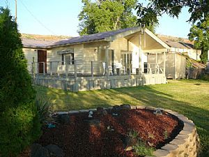 The River Cabin - Hagerman, Idaho Vacation Rental Cabin Home. A place to rent or stay in Hagerman. 1-800-844-3246 (Mobile site)
