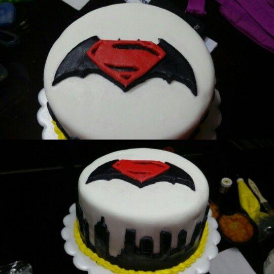 Un mini cake de batman vs superman My cakes Sweet fluffy sugar