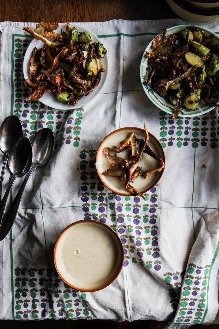 Kuchnia Roslinna Zupa Krem Z Pasternaku Z Czipsami Z Obierek I Pieczona Brukselka Vegan Recipes Foodie Dinner Time