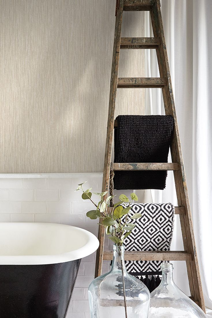 Bathroom inspiration A beautiful wallpaper with vertical