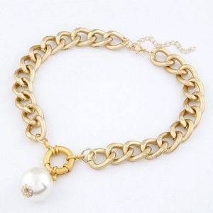 Singular Pearl Pendant Thick Chain Metallic Necklace - Golden
