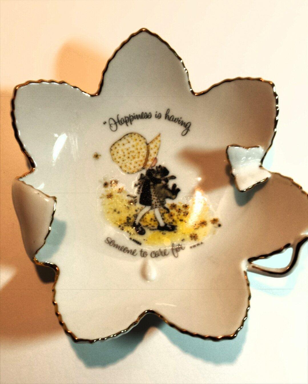 Holly hobbie porcelain trinket dish flower shaped with butterfly holly hobbie porcelain trinket dish flower shaped with butterfly world wide arts inc 1973 reviewsmspy