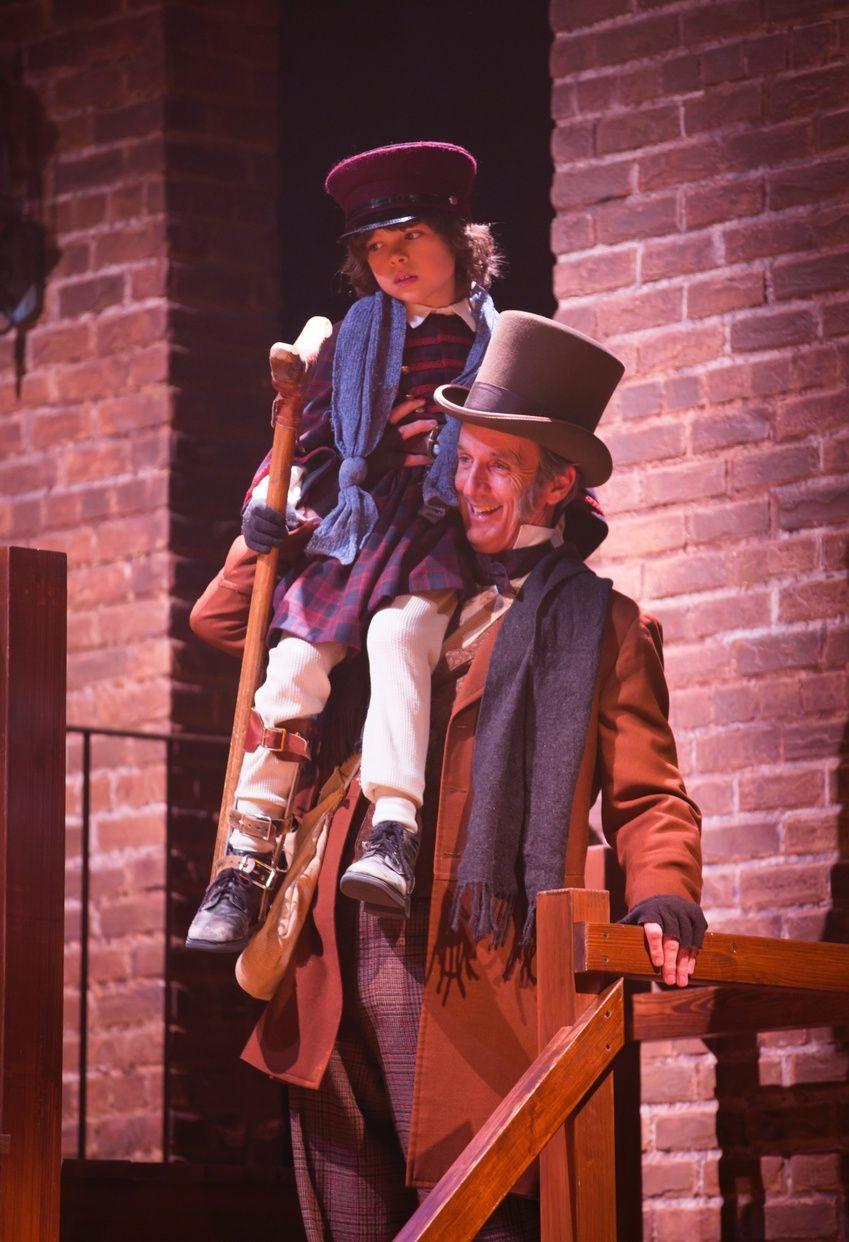A Christmas Carol Fred Thornley IV as Tiny Tim and Robert Hannon Davis as Bob Cratchit   Eine ...