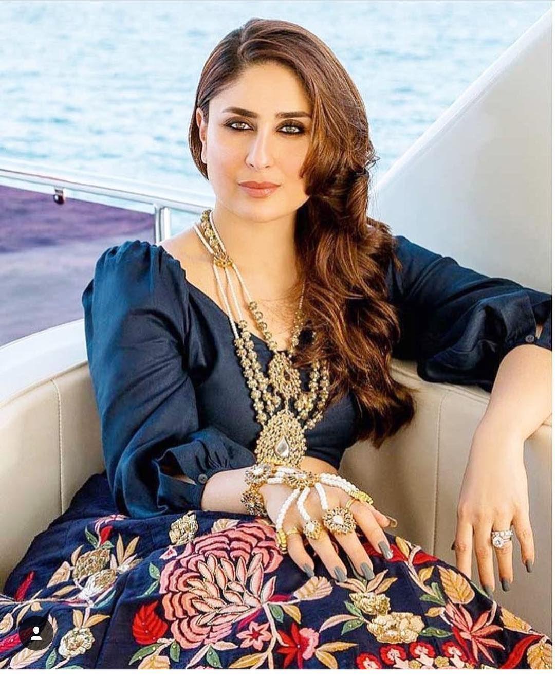 Wow Bebo Striking A Pretty Pose For Her Latest Photoshoot In Dubai Bollywood Bollywood Fashion Kareena Kapoor Khan Kareena Kapoor