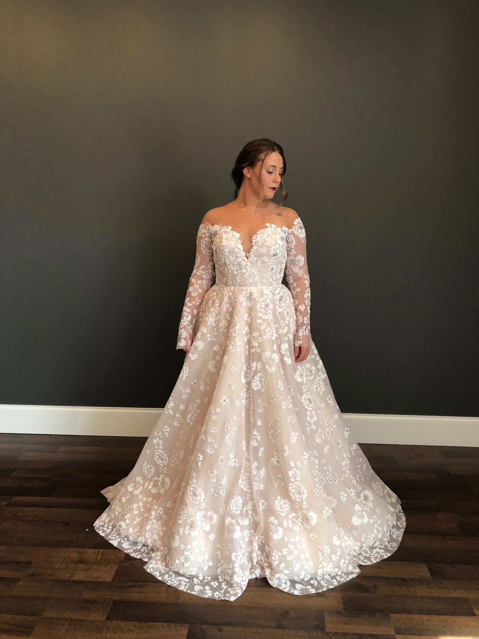 Hayley Paige Stevie 1 510 Size 12 New Un Altered Wedding Dresses Wedding Dress Long Sleeve Plus Wedding Dresses Plus Size Wedding Dresses With Sleeves
