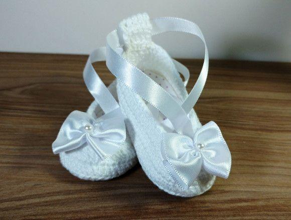 ebc031c698 Sapatilha bailarina em crochê para bebê branca