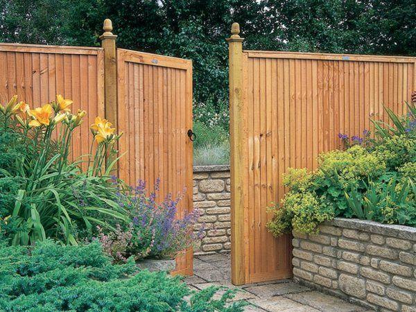 Sichtschutz Zaun Oder Gartenmauer 102 Ideen Fur Gartengestaltung Gartenmauern Ummauerter Garten Gartenmauer