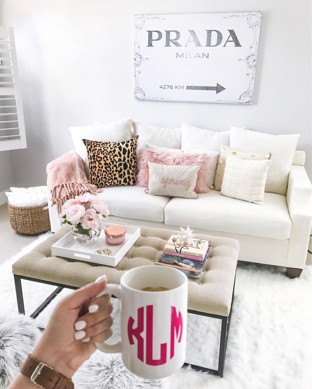 40 Cute Girly Apartment Decor Ideas Zyhomy Girly Apartment Decor Apartment Decorating Livingroom Girly Living Room