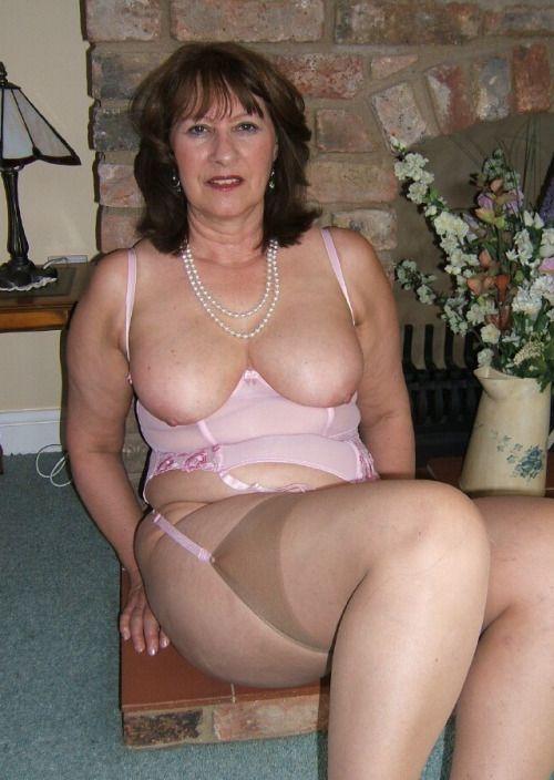 Milf Thirties Small Breasts 86