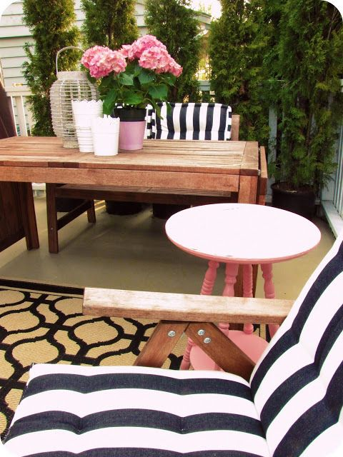 My House of Giggles: Still loving black and white stripes on the patio...
