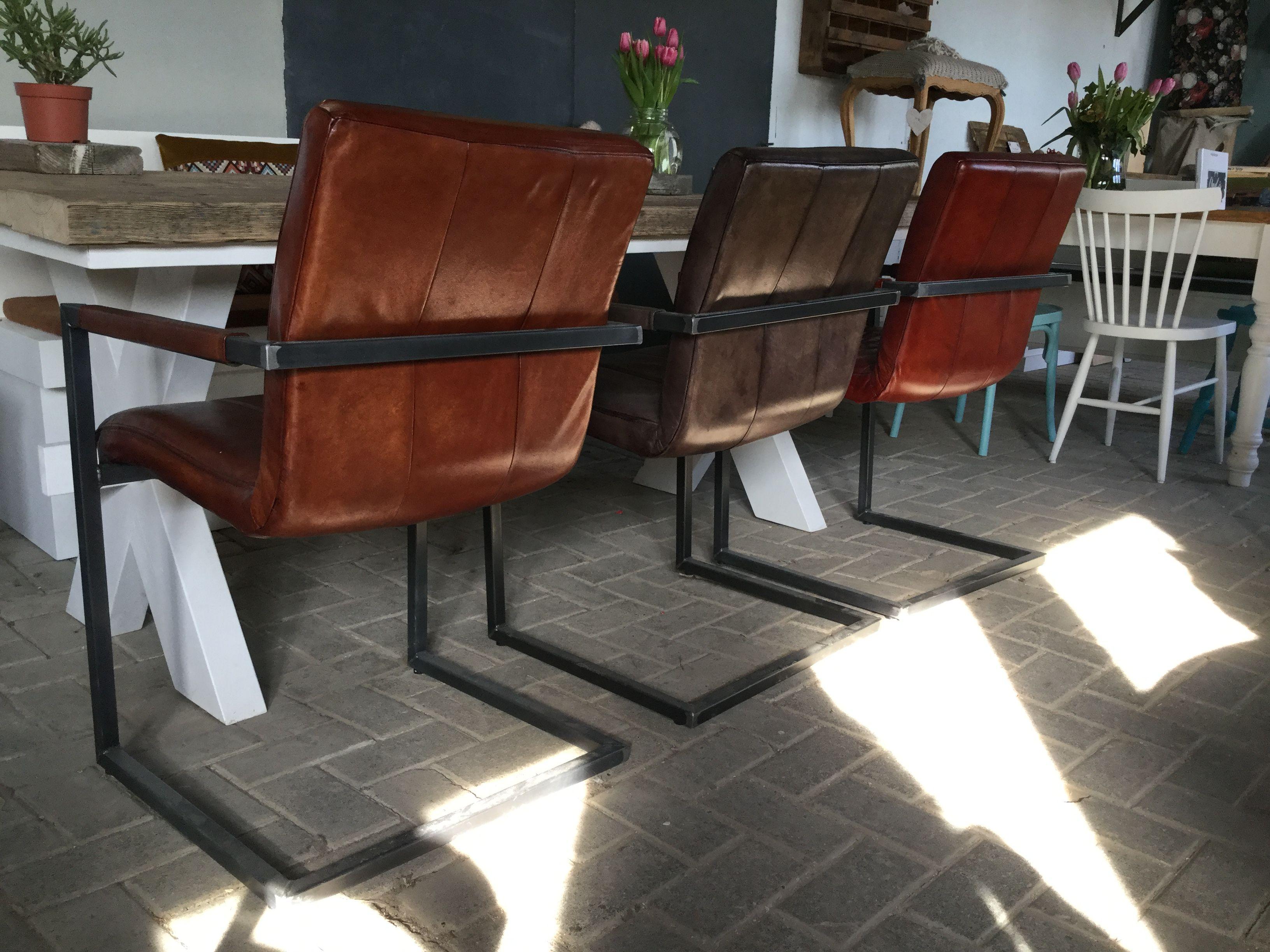 Stoer Industriele Eetkamerstoelen : Stoere industriële stoelen met buffelleer en metalen frame