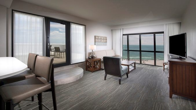 Island House Hotel Orange Beach A Doubletree By Hilton Al Corner Suite Living