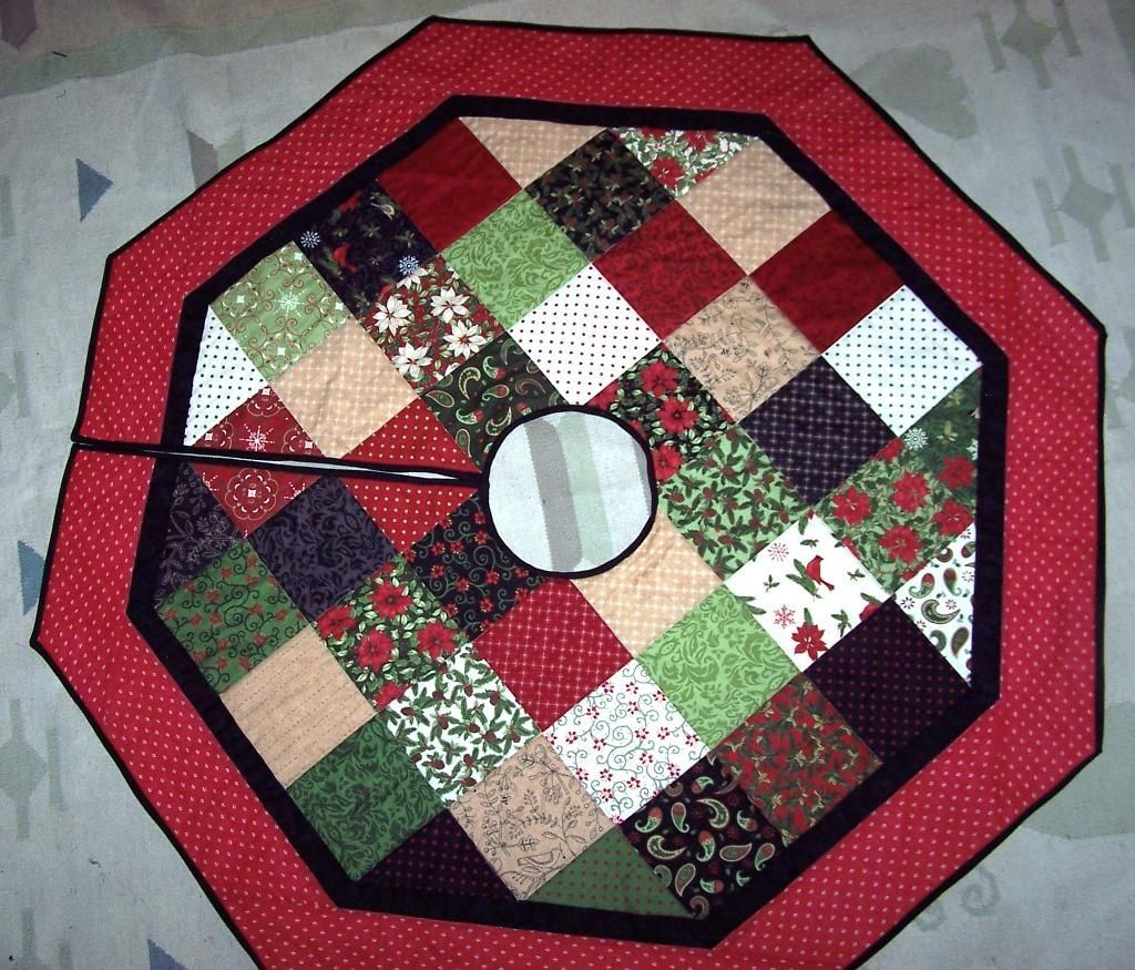 Tree skirt for myself from Jenny's tute. @Missouri Star Quilt ... : quilted christmas tree skirts - Adamdwight.com