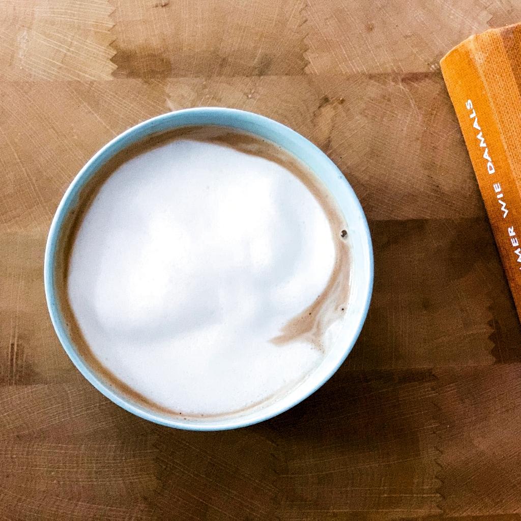 Kaffee ist fertig ☕️ Guten Morgen Montag #kaffee#gutenmorgen#kaffeetasse#geschirrliebe #mug#pots#poolbecher