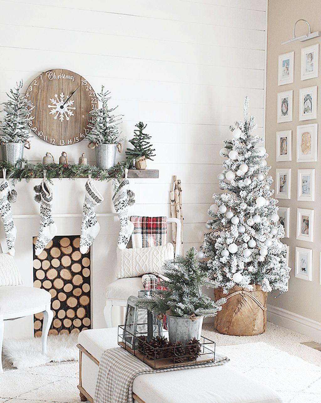 Elegant Farmhouse Christmas Tree Decorating Ideas 46