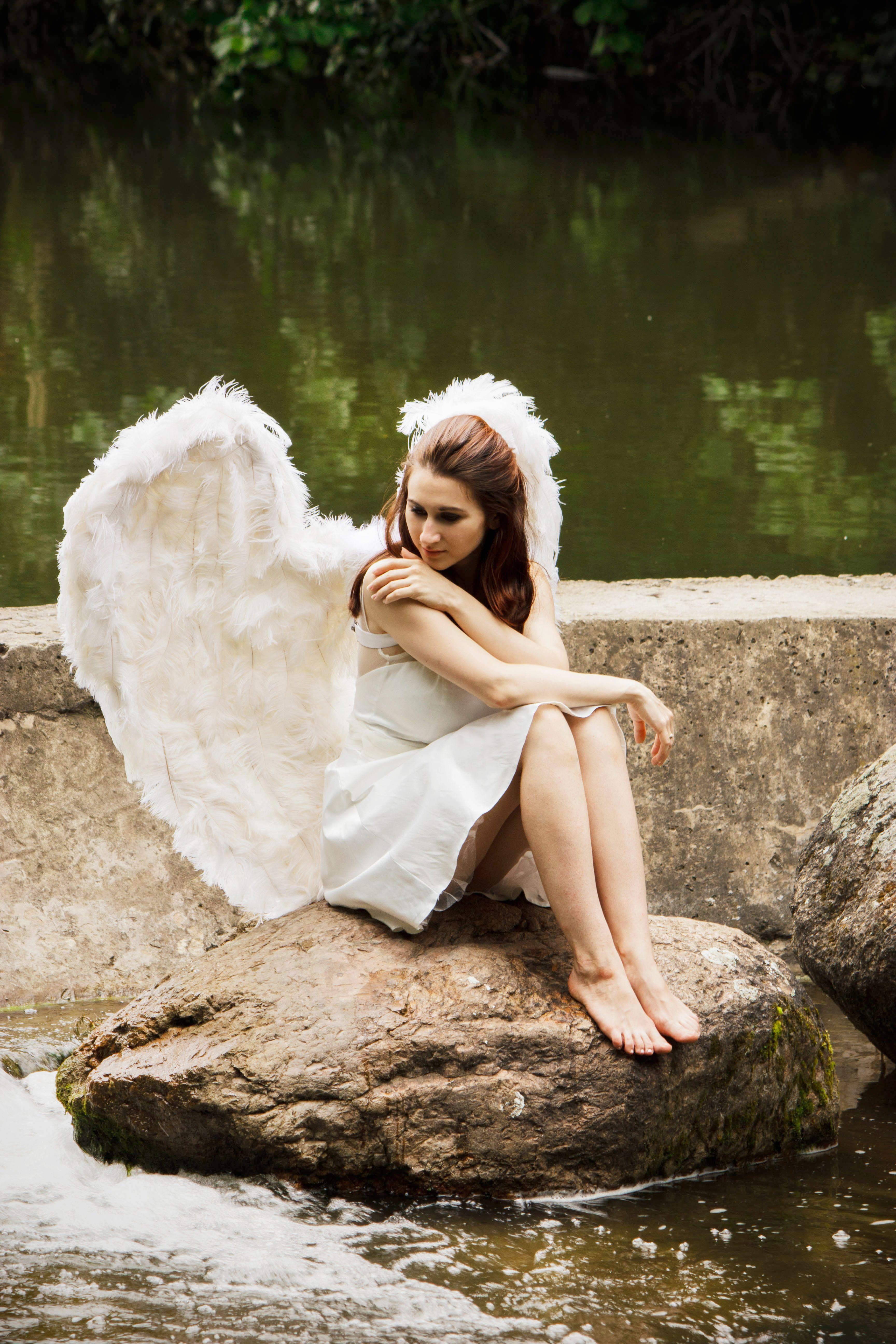 Девушки с крыльями вид сзади картинки