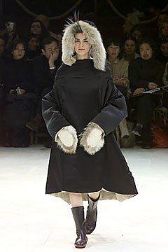 Yohji Yamamoto Fall 2000 Ready-to-Wear Fashion Show - Yohji Yamamoto, Anouck Lepère