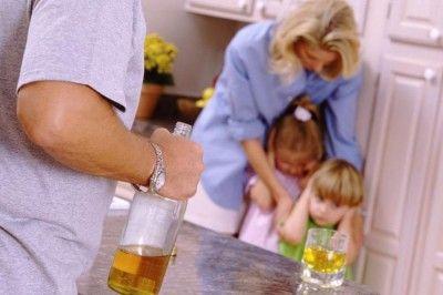 El 80% de los casos de violencia de género están relacionados con el consumo de alcohol o drogas - Red Social para Mujeres http://www.guiasdemujer.es/st/TodasTienenNombre/El-80-de-los-casos-de-violencia-de-genero-estan-relacionados-con-el-co-2079#.UpMnINIyIjU