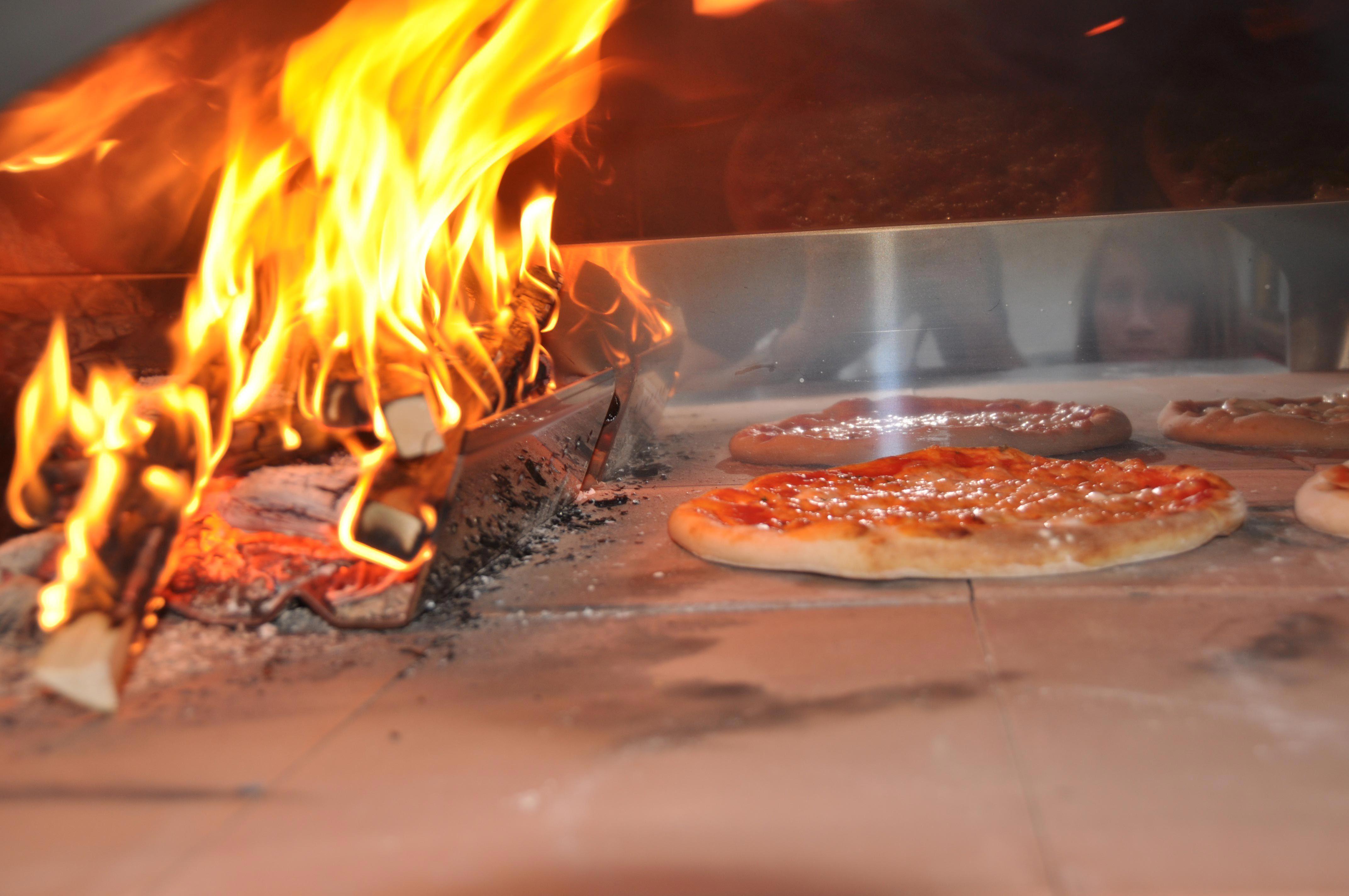 Pizza forno legna le parole chiave per un risultato fantastico ricette di viva la focaccia - Forno per la pizza ...