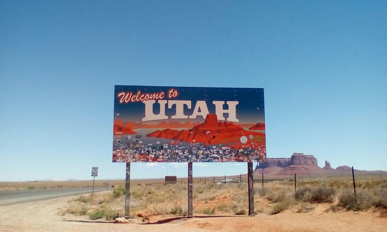Welcome to Utah sign in Arizona.   American road trip, Travel usa, Utah