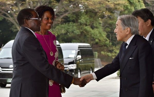 Emperor Akihito Photos - Japanese Emperor Akihito (R) greets Zimbabwean President Robert Mugabe (L) and his spouse Grace Mugabe (2nd L) upon their arrival at the Imperial palace in Tokyo on March 28, 2016. .Mugabe is on a five -day visit to Japan. / AFP / KAZUHIRO NOGI - Zimbabwe's President Mugabe on Official Visit to Japan