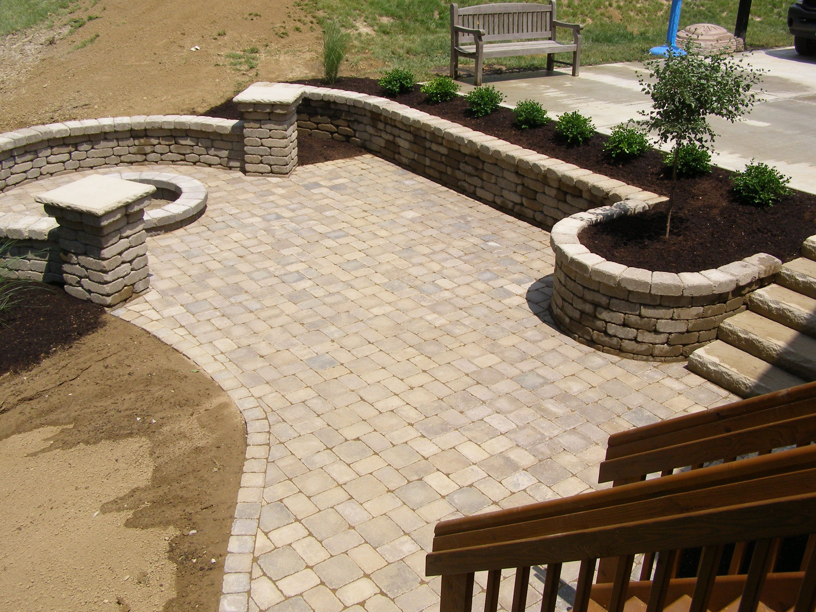 Flagstone Pavers Design For Outdoor Flooring Ideas: Flagstone Pavers With  Round Stacked Stone Plus Plants