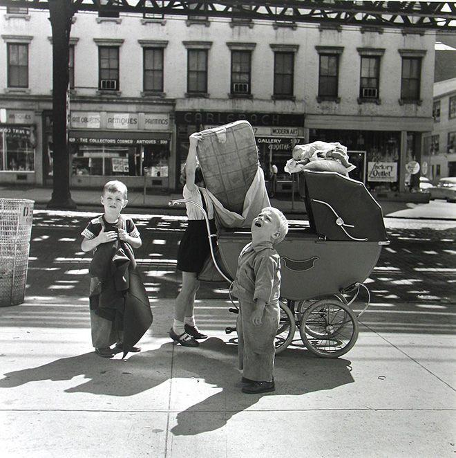 Vivian Maier: New York, NY, Settembre 1953© Vivian Maier Maloof Collection, Courtesy Howard Greenberg Gallery, New York