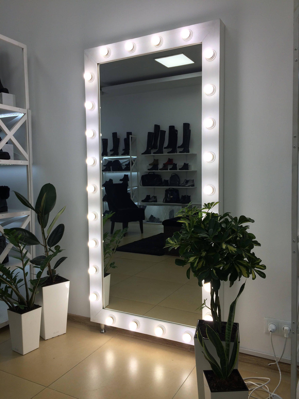 Showroom Mirror Vanity Mirror With Lights Makeup Mirror Hollywood Vanity Mirror Mirror With Lights Mirror For Makeup Artists With Images Mirror With Lights Bedroom Mirror