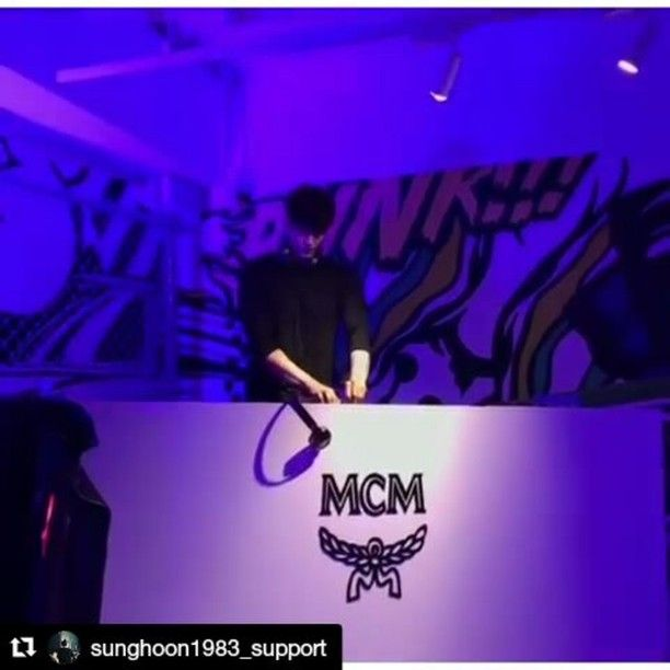 @sunghoon1983_support [ Video #5 ] #Actor #SungHoon attended #MCM #SeoulFashionWeek official event at #MCM Flagship Store in Cheongdam-dong, Gangnam-gu, #Seoul on the afternoon of the 29th March 2017 #배우 #성훈 이 29일 오후 서울 강남구 청담동 MCM플래그십 스토어에서 열린 MCM 패션위크 공식 행사에 참석해 포즈를 취하고 있다. #MCMPUNK #MCMHAUS #MCMPARTY #MCMSTYLE . #배우성훈 ‬ @sunghoon1983  파이팅! @stallion__entertainment #ソンフン #방성훈 #成勋 #成勛 #sunghoon1983  #스탤리온엔터테인먼트  #StallionEntertainment #StallionCNM #noblemylove  #ohmyvenus
