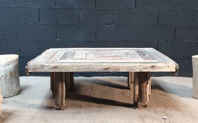 table basse en planches de bois flott table en planches. Black Bedroom Furniture Sets. Home Design Ideas